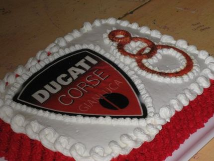 For Ducati Supporters here they can find a nice Ducati cake