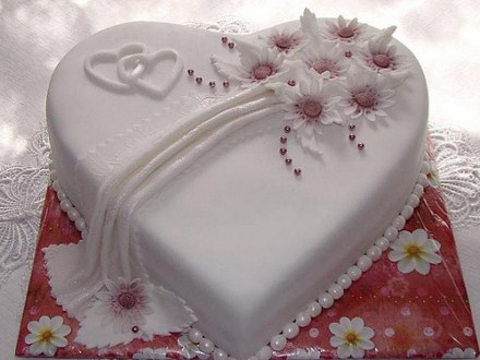 Wedding cake with a special white heart from an italian wedding party